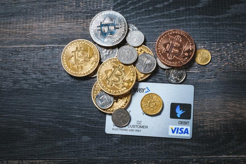 金とクレジットカード